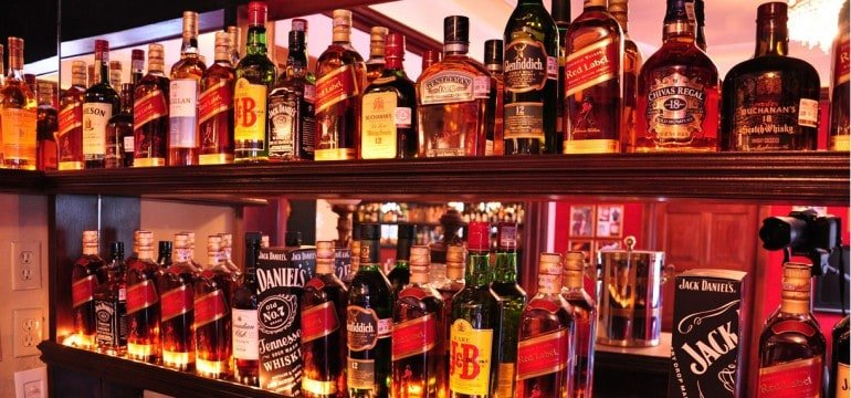 How to Decide Whether to Open a Bar for the Masses or the Classes