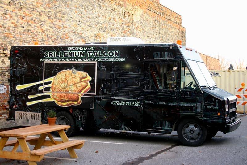 grillenium-falcon-food-truck